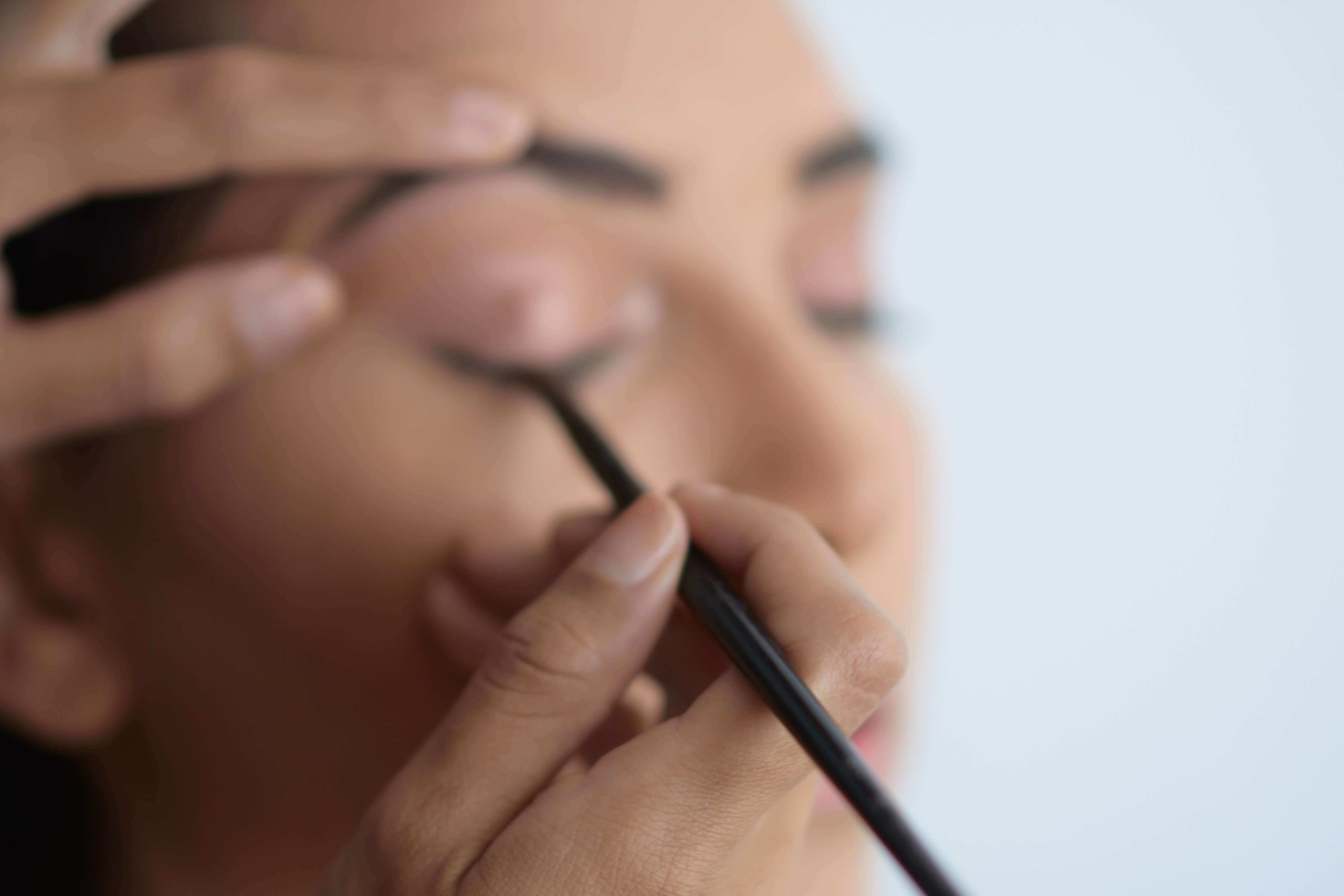 What is Virtual Makeup? How Tech Is GivingCosmetics Try-Ona Makeover